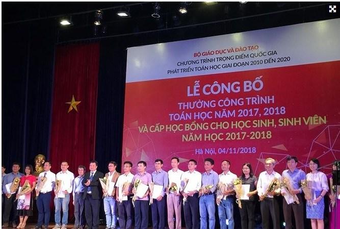 TS. Nguyễn Hữu Sáu giành giải thưởng: Công trình Toán học năm 2017-2018.