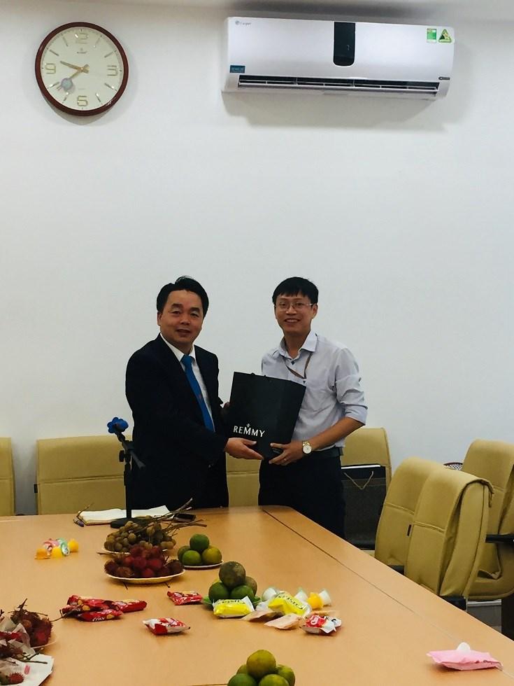 Khoa Khoa học cơ bản tổ chức lễ chia tay thầy Phạm Ngọc Tuấn.