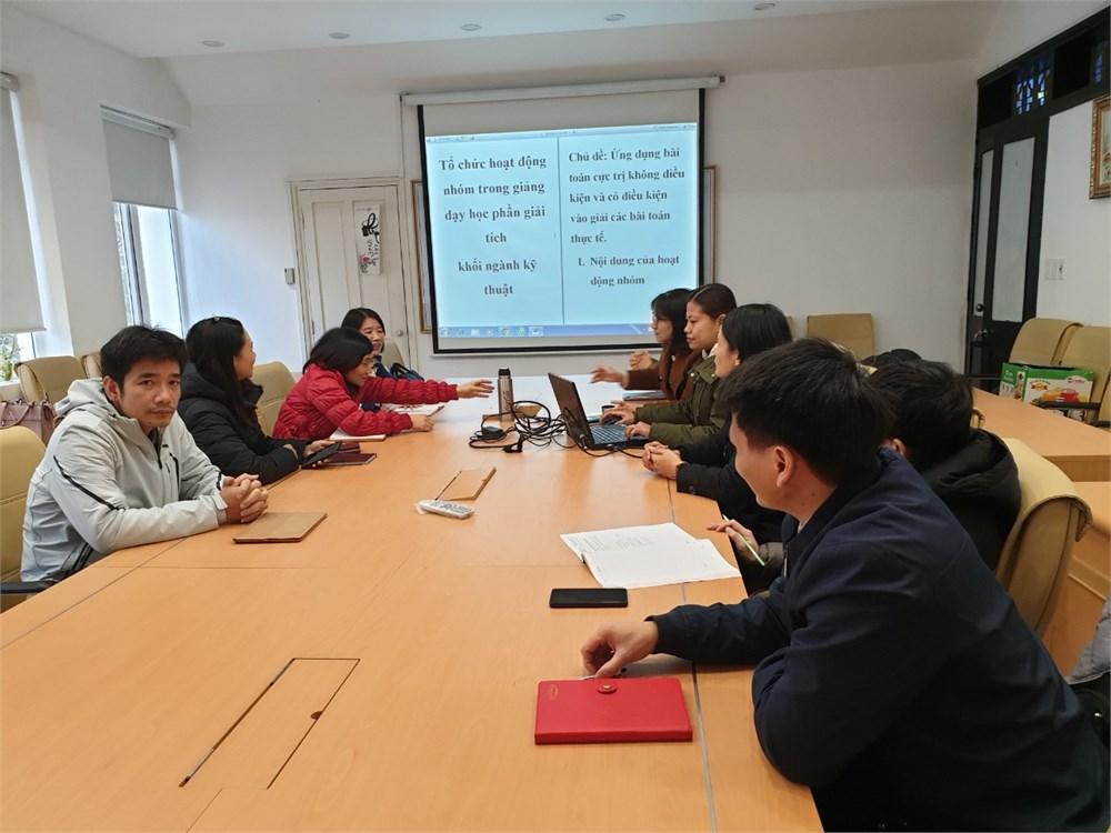 Tổ bộ môn Toán cơ bản báo cáo hội thảo Khoa học cấp khoa.